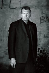 Frode Grytten, som er ein av Noregs mest profilerte nynorskforfattarar, reagerer på marginaliseringa av nynorsken. Foto: Hans Jørgen Brun, Samlaget