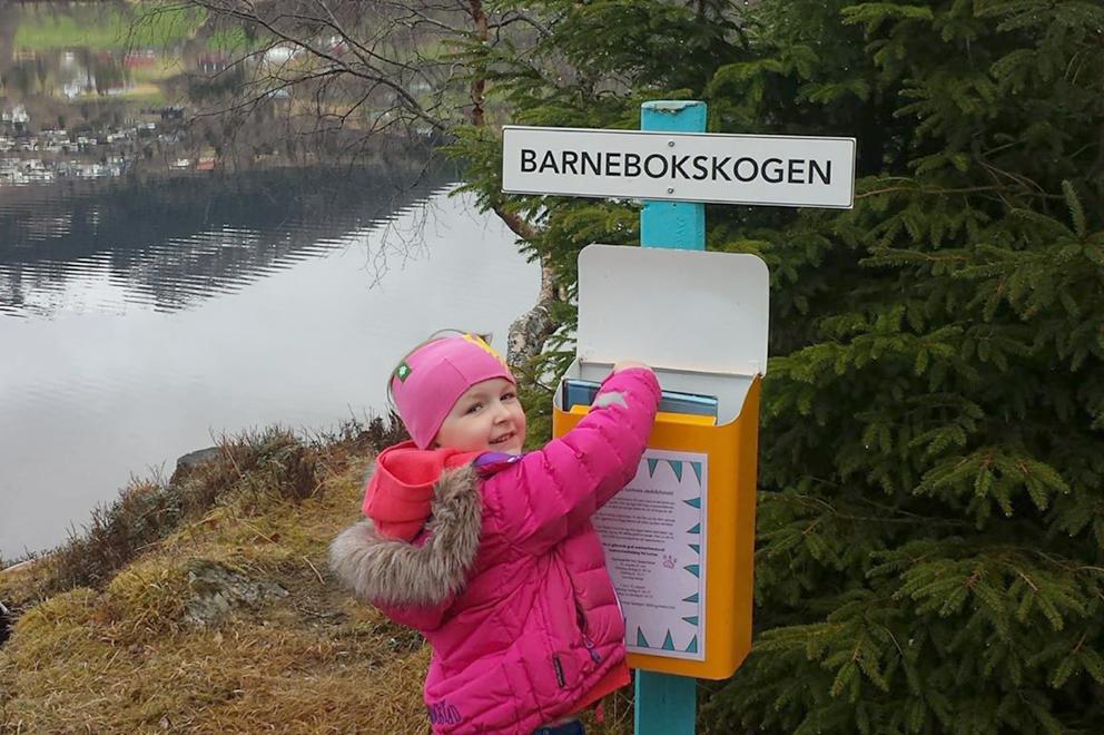 Ivar Aasen-tunet har fleire nynorske utebibliotek. Her frå Rotevatnet i Volda. No kan det bli fleire nynorske turbibliotek i Bergen. Foto: Ivar Aasen-tunet