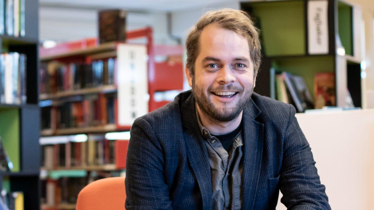 Eirik Bouwer Utne er kultursjef i Alver kommune. Foto: Ingunn Gjærde