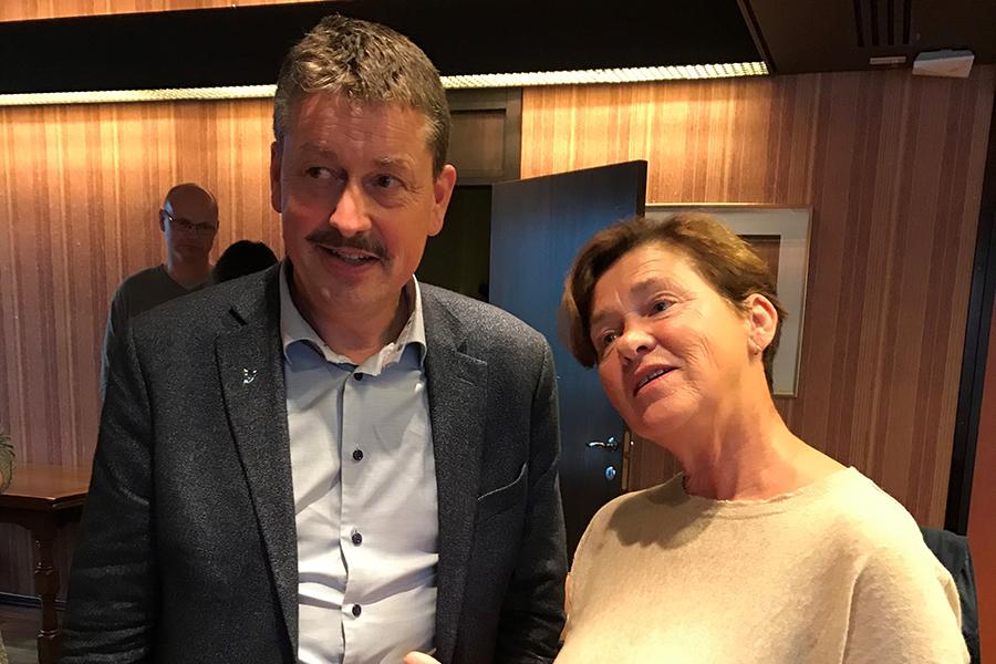 Siste fra rådhuset i Ålesund er at Eva Vinje Aurdal (Ap) blir ordførar, mens Vebjørn Krogsæter (Sp) blir varaordførar. Foto: Siv Katrin Ulla