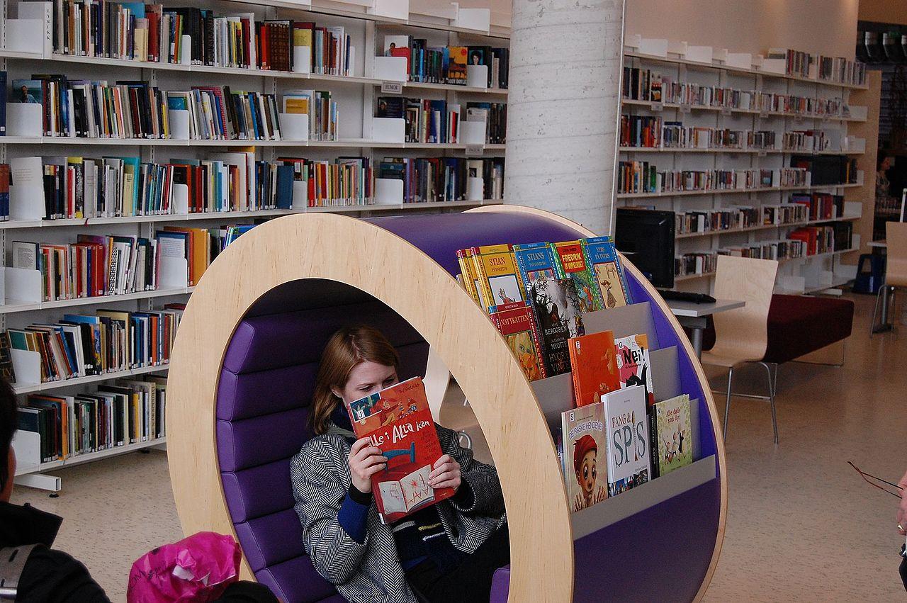 Voss bibliotek er eitt av biblioteka som svarar at dei kjøper inn færre bøker i år enn tidlegare. Foto: Bergen Off. Bibliotek/CC BY 2.0