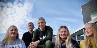 generasjon korona Mathea Onarheim Grønnevik (15), Håvard Folgerødholm (15), Jonatan Furnes (14), Edith Nilsen Ådnanes (15) og Ylva Våge Bjørklund (14) er elevar på Bremnes ungdomsskule og har spelt inn små videoar om koronatida.